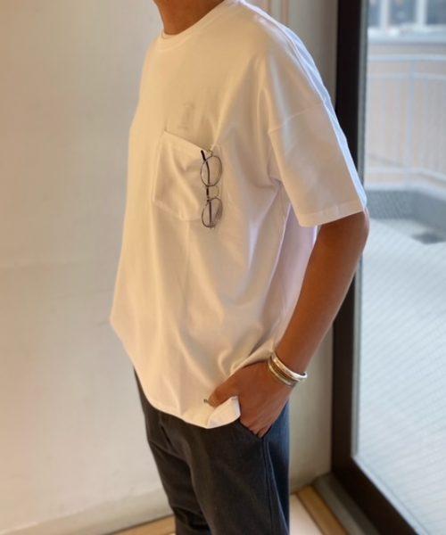 リラックス感のあるコットンTシャツ